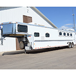 2000 Sundowner 4 Horse Trailer with Midtack